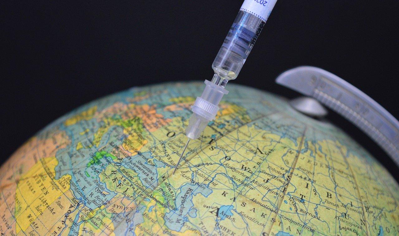 Ученые объяснили, почему не доверяют российской вакцине «Спутник V»