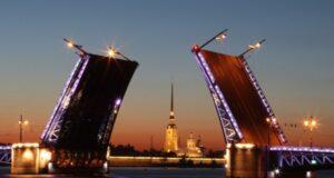 Без еды в фан-зонах. Петербург ужесточает ограничения по COVID-19